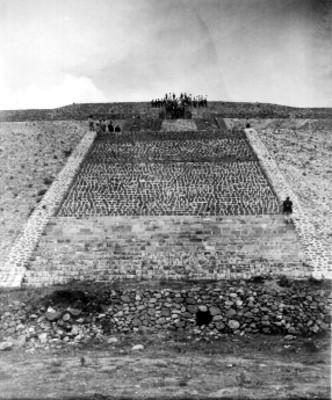 Hombres en la parte superior de la Pirámide del Sol