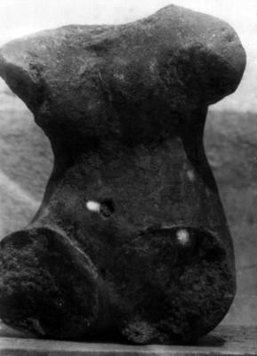 Fragmento de escultura prehispánica femenina