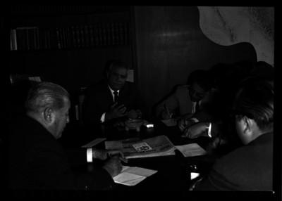Agustín Franco Aguilar en rueda de prensa en un salón