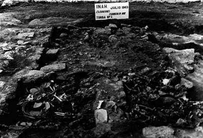 Excavación de la tumba No.1 de Teopanzolco