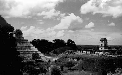 El Palacio y el Templo de las Inscripciones, vista lateral