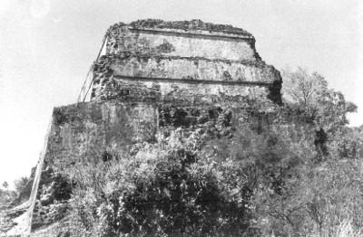 Pirámide del Tepozteco, vista posterior