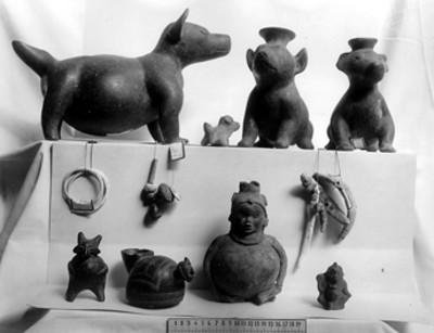 Vasijas en forma de perro y figuras antropomorfas, cerámica del occidente
