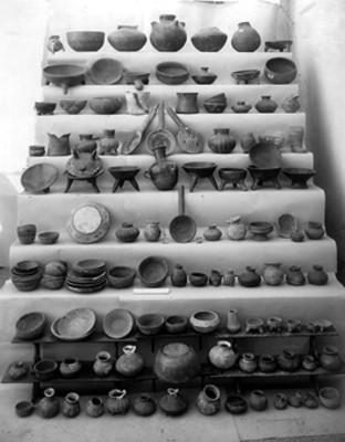 Vasijas, cucharas, platos y cajetes de cerámica, lote