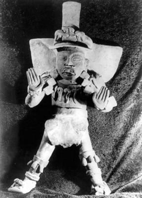 Urna antropomorfa de la tumba 7