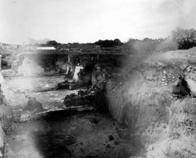 Calas de excavación en un conjunto habitacional de Teotihuacán