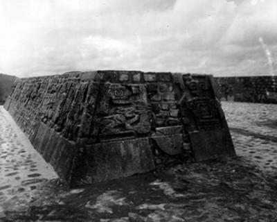 Detalle de relieves de la pirámide de la serpiente emplumada