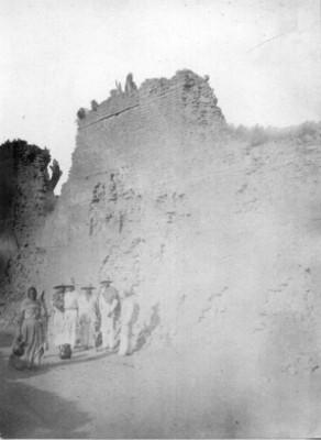 Campesinos junto a muralla de Huexotla, retrato