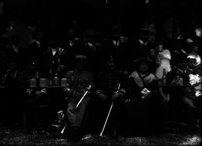 Luis Fuentes y personalidades en un evento social