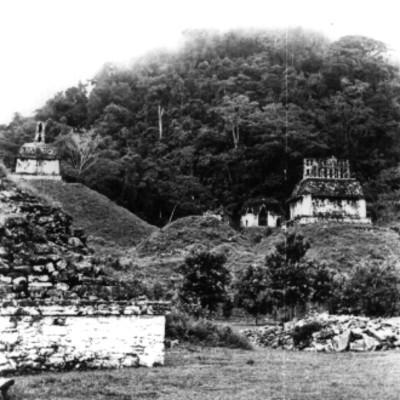 Plaza del Sol, vista del Templo de la Cruz, Templo de la Cruz foliada y Templo del Sol