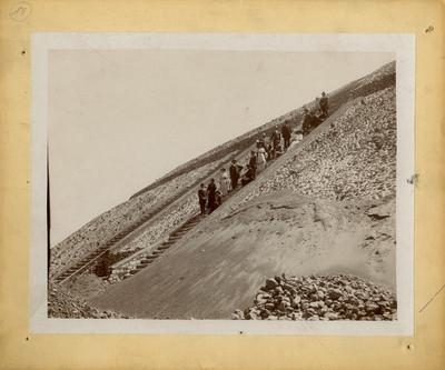 Tramo de la escalera de la pirámide del Sol