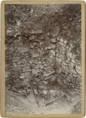 Excavación de un altar en el Guayabo, detalle