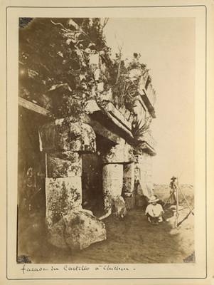 "Fachada de El Castillo en Chichén Itzá, ""Facade du Castillo á Chichen"""