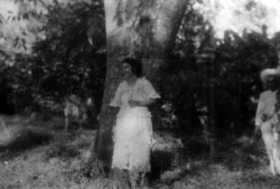 Indígenas Pames en un paraje, retrato