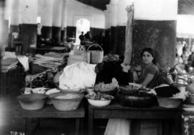 Vendedora Zapoteca en el mercado de Juchitán