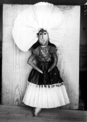 Muñeca vestida de tehuana