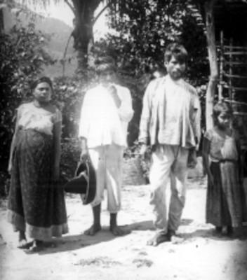 Familia zapoteca, retrato de grupo