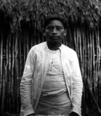 Hombre maya de frente, retrato