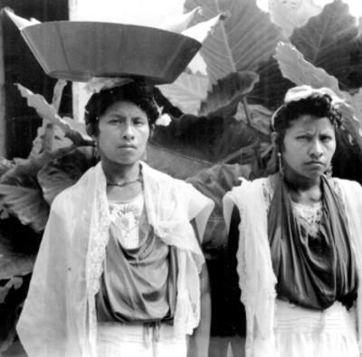 Pareja de mujeres totonacas, retrato