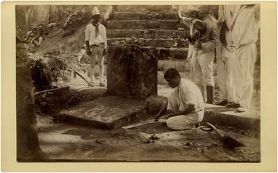 Las Chimeneas, trabajadores pasando