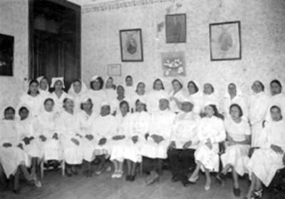 Grupo de enfermeras y enfermeros, retrato de grupo