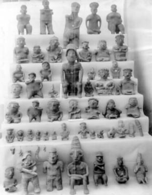 Esculturas y vasijas mixtecas, exhibidas en el Museo Nacional