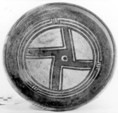 Plato policromado, detalle