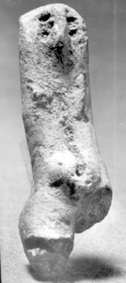Pieza antropomorfa fabricada en barro, hallada en Tlapacoya