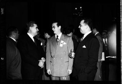 Ramiro Gamboa con los licenciados Gustavo Espinosa Mireles y Agustín García López en un evento social