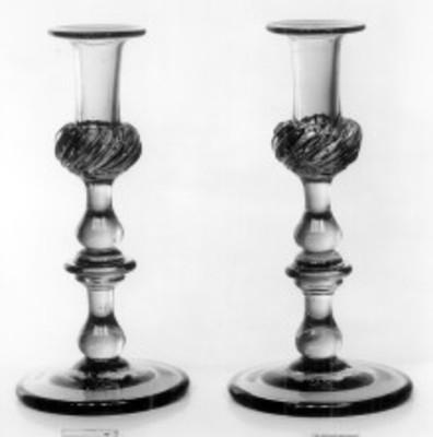 """Candeleros de cristal, exhibidos en el """"Museo Metropolitano de Arte"""""""
