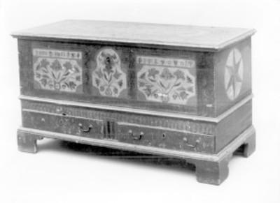 Bargueño con dos cajones en la parte inferior, exhibido en el Museo Metropolitano de Arte