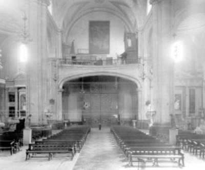 Nave y coro de una iglesia, interior