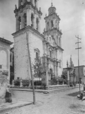 Santuario de Nuestra Señora de la Soledad, vista lateral de la fachada
