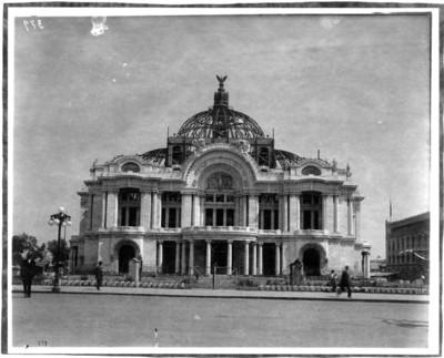 Palacio de Bellas Artes en construcción, exterior, vista frontal