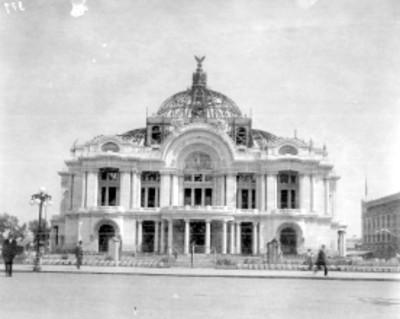 Palacio de Bellas Artes en construcción, fachada principal