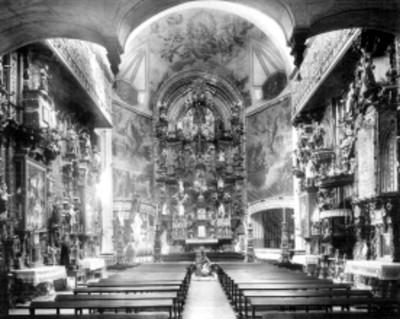 Iglesia de La Enseñanza, altar, interior