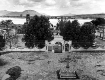 Vista general del jardín principal y el Santuario de la Soledad