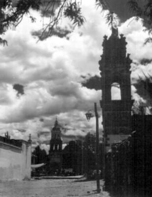 Fachada de la Basílica de los Santos Reyes y torre del Santuario de la Soledad, vista general