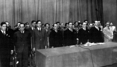 Manuel Ávila Camacho, Miguel Aléman Valdéz y acompañantes en un acto público