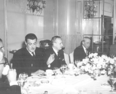 Felipe Teixidor y otros intelectuales en una comida en el Casino Español