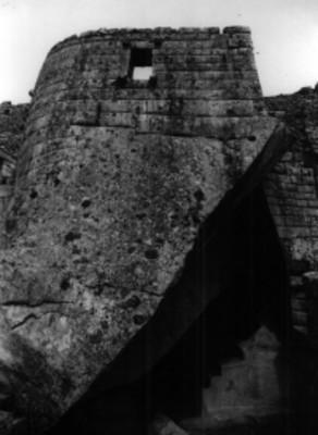 Torreón y tumba de Machu Pichu
