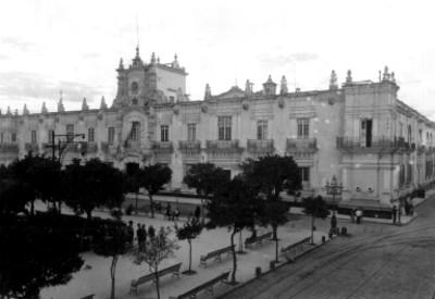 Palacio de gobierno y plaza pública de Guadalajara, panorámica