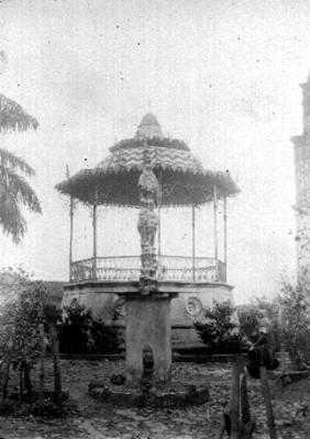 Vista del kiosco en la plaza de Cuetzalan