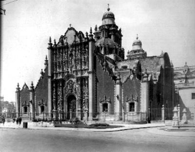 Sagrario metropolitano, fachada principal