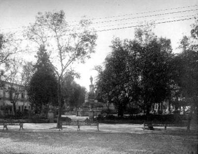 Jardín y estatua de Melchor Ocampo