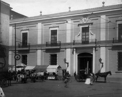 Vista parcial de la fachada del antiguo Obispado de Guadalajara