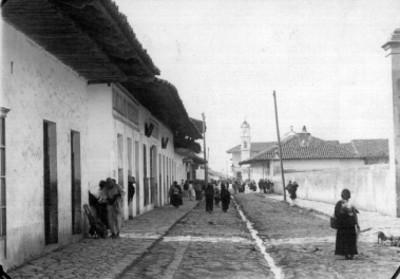 Calle 5 de mayo en Zacapoaxtla, vista tomada al sur
