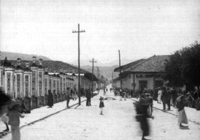 Calle 5 de mayo en Zacapoaxtla, vista tomada al norte