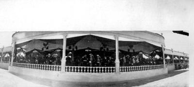 Porfirio Díaz en una ceremonia militar