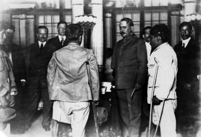 Obregón se entrevista con jefes y soldados revolucionarios